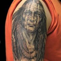 grande molto dettagliato vecchio indiano tatuaggio su spalla