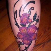 Une Fleur Hawaienne Le Tatouage Sur La Jambe Tattooimages Biz