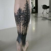 fatto di casa stile inchiostro nero foresta buia tatuaggio su gamba