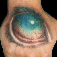 orribile grande occhio colorato dipinto su mano tatuaggio