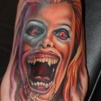 incredibile film orrore raccapricciante colorato femmina zombie tatuaggio su piede