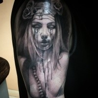 Horror style very detailed shoulder tattoo of crying woman with vine and roses