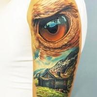 Illustrativer Stil farbiges Schulter Tattoo von Berghaus mit Adlerauge