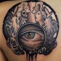 Illustrativer Stil farbiges Schulter Tattoo mit Portraits der Frauen und menschlichem Auge