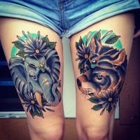 Unglaubliches buntes Oberschenkel Tattoo mit Elefanten und Hund