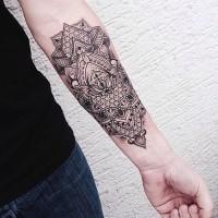stile indiano bianco e nero floreale tatuaggio su braccio