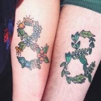 simbolo infinito accoppiamento amicizia tatuaggio sulle braccia