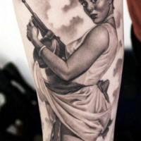 inimitabile ragazza pin up con armi tatuaggio da Eric Marcinizin