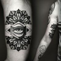 particolare stile dipinto grande occhio in fiore tatuaggio su braccio