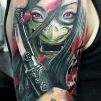 Tatuaggio pauroso sul braccio il samurai giapponese