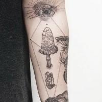 Großes Unterarm Tattoo des menschlichen Auges mit Pilzen und Kristall