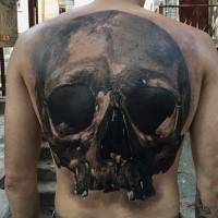 Großes im Realismus Stil schwarzweißes Rücken Tattoo des menschlichen Schädels