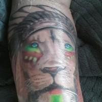 Tatouage de lion indien tribal sur le bras