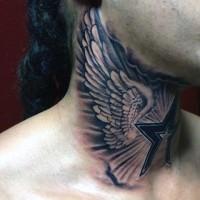Tatuaje en el cuello, alas blancas de ave y estralla estilizada