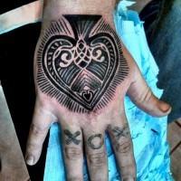 piccolo inchiostro nero semplice simbolo di picche tatuaggio su mano