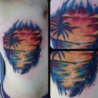 piccolo colorato oceano con  sole tatuaggio su lato