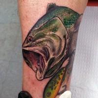 piccola naturale colorato adescare con pesce tatuaggio su gamba
