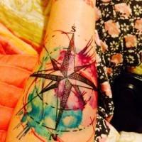 Tatuaje en el antebrazo, compás precioso de acuarelas