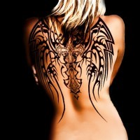 bella croce tribale inchiostro nero con ali tatuaggio sulla schiena
