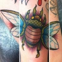 bello scarabeo colorato tatuaggio