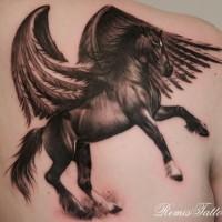 bellissimo cavallo scuro con ali tatuaggio sul petto da remis