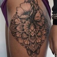 belli fiori modello tatuaggio su anca