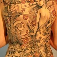 bellissima geisha e fenice tatuaggio sulla schiena di ragazza