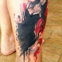 bella ragazza in vestito nero pin up tatuaggio su gamba da Adam Kremer