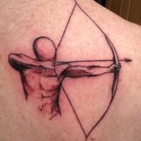 uomo con arco e freccia tatuaggio su spalla