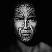 maori faccia guerriero tatuaggio