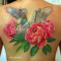 Tolles farbiges Rücken Tattoo von Schwan mit Blumen und Schmuck