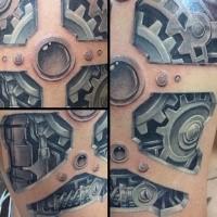 Tolles farbiges biomechanisches Tattoo am Oberarm