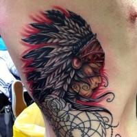 Tatuaje en el costado,  mujer india tranquila de varios colores