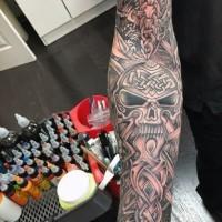 massiccio Celtico stile disegno dettagliato tatuaggio avambraccio