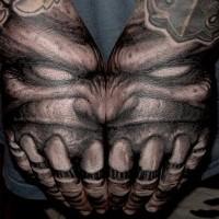 massiccio molto dettagliato aliene nero e bianco faccia di mostro tatuaggio su braccio