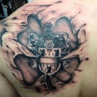 medievale stemma di famiglia da sotto pele tatuaggio sulla scapola
