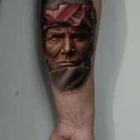 Mittelgroß Realismusstil farbiger Unterarm Tattoo des alten Indianischen Gesichtes