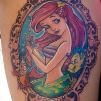 Meerjungfrau Ariel, Sebastian und Flunder traditionell gefärbtes cartoonisches Tattoo