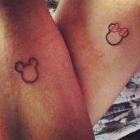 simpatico  amicizia topolini  femmina e maschio tatuaggiom su braccia