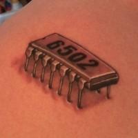 microchip disadattato tatuaggio su schiena