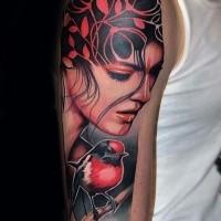 Tatuaggio del braccio femminile colorato in stile moderno combinato con un piccolo uccello rosso
