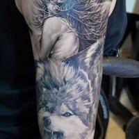 luna con bellissima donna e lupo tatuaggio su braccio