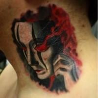 Mystisches schwarzweißes Hals Tattoo mit dämonischer Maske