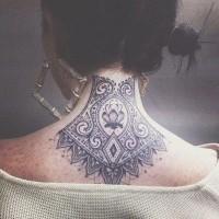 mistico blu colorato fatto a casa floreale tatuaggio con ornamento sulla nuca
