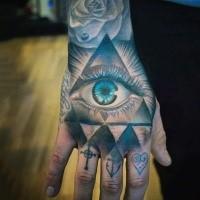 Mystisches farbiges Hand Tattoo des menschlichen Auges im Dreieck