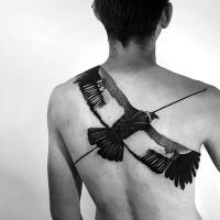 Natürlich aussehendes schwarzes und weißes Rücken Tattoo von fliegendem Adler