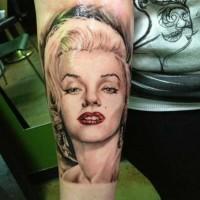 Tatuaje en el antebrazo, Marilyn Monroe seductora bien dibujada