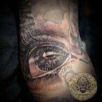 molto naturale piccolo occhio triste nero e bianco tatuaggio su gamba