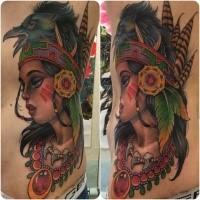 Neue Schule Stil schön aussehende farbige indianische Frau Tattoo auf Seite