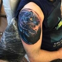Neue Schule Stil farbiges Arm Tattoo mit schwarzem Panther